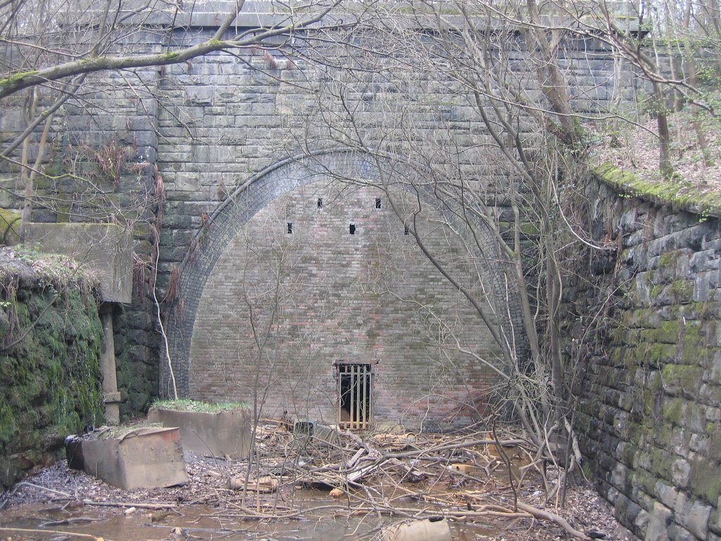 Gildersome tunnel north portal with a 1 in 70 descent for N portal
