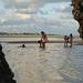 Meninas brincando na praia