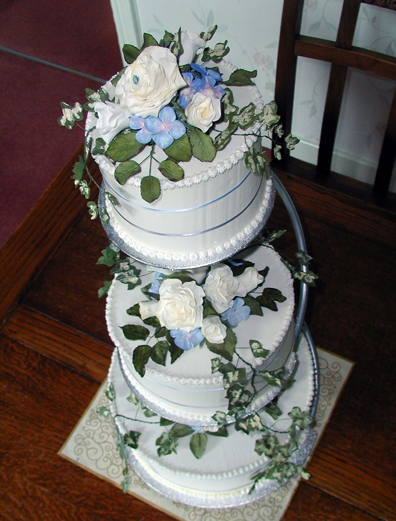 royal iced wedding cake with sugar roses hydrangeas and i flickr. Black Bedroom Furniture Sets. Home Design Ideas