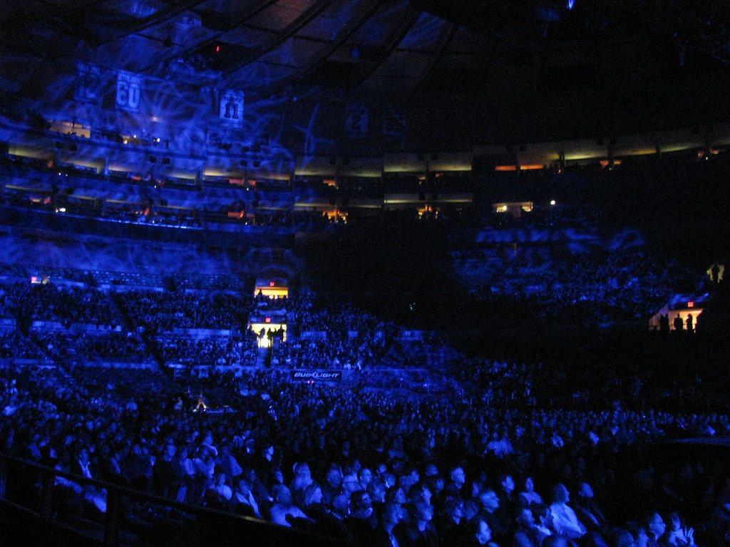 Crowd shot of Madison Square Garden just before the Sarah
