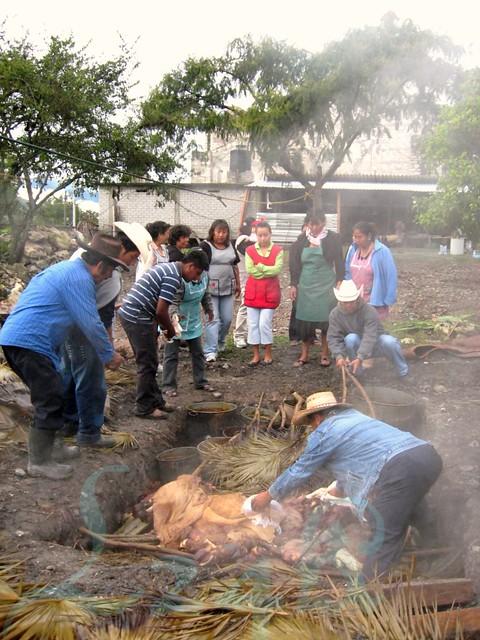 Tlacotepec2008 096 suculenta barbacoa estilo oaxaca san - Como se construye una barbacoa ...
