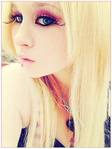 Blonde Emo Girl I Love This Girls Eye Lashes They Are