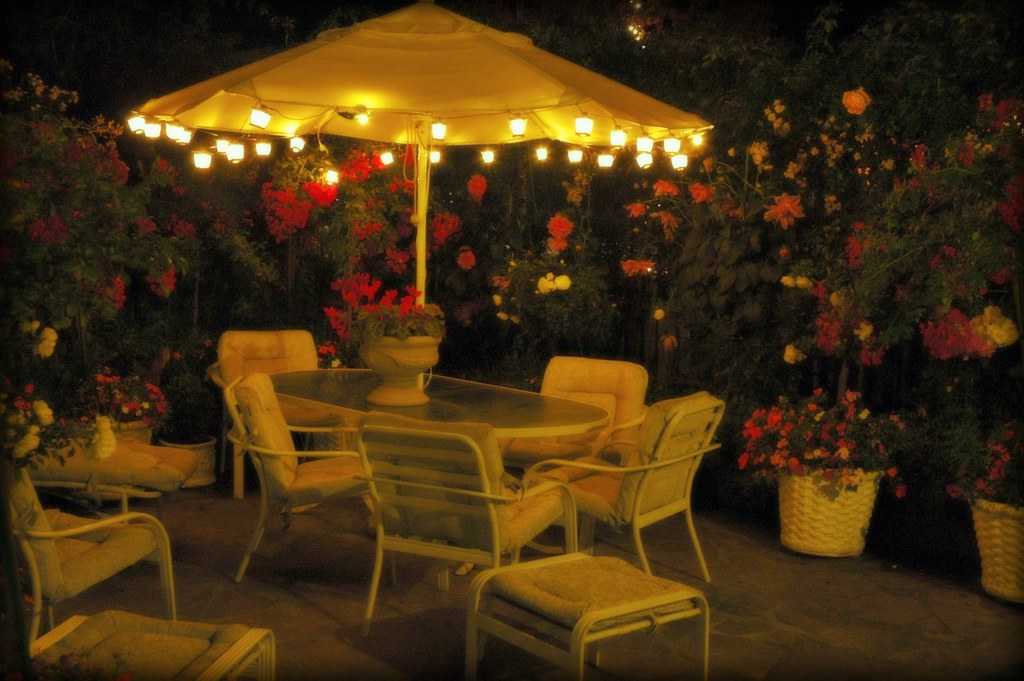 Lit Umbrella White Patio Table And Chairs Flowering Plan