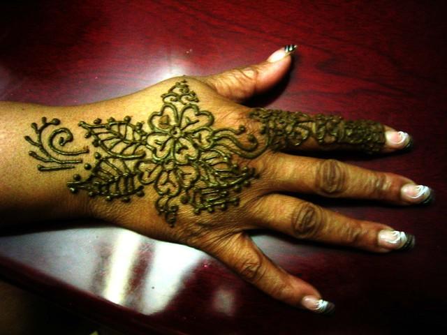Mehndi Flower Bunch : Henna flower bouquet on hand flickr photo sharing