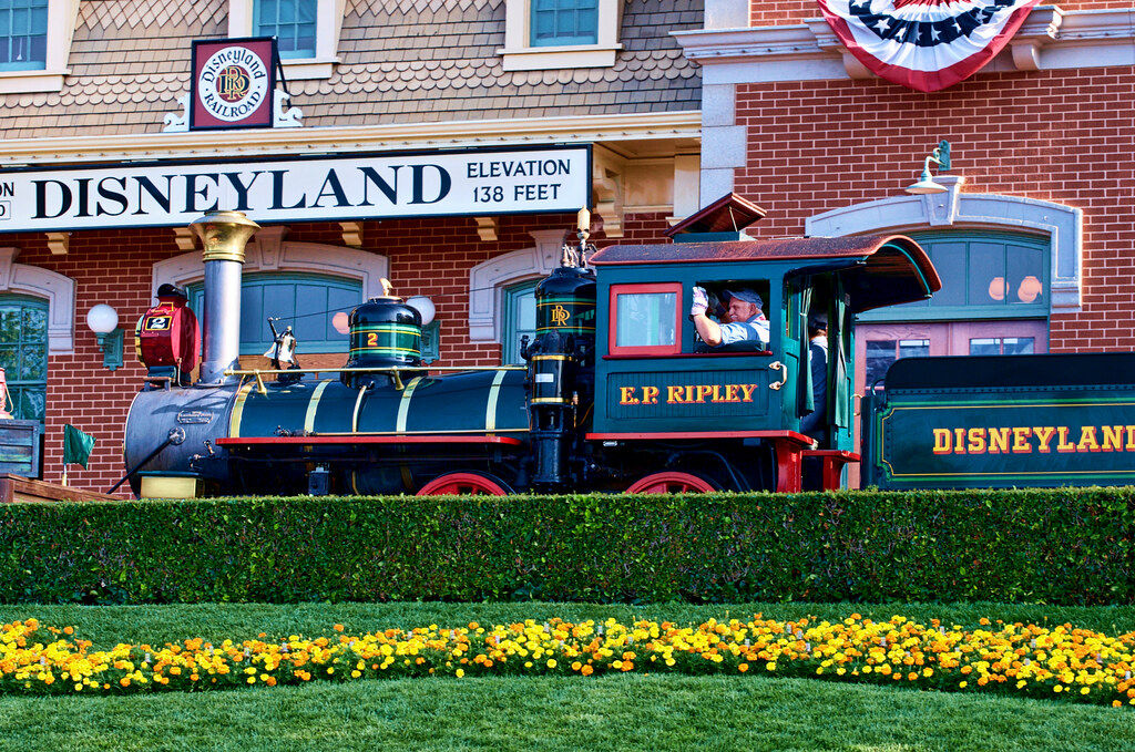 how to get to tokyo disneyland by train