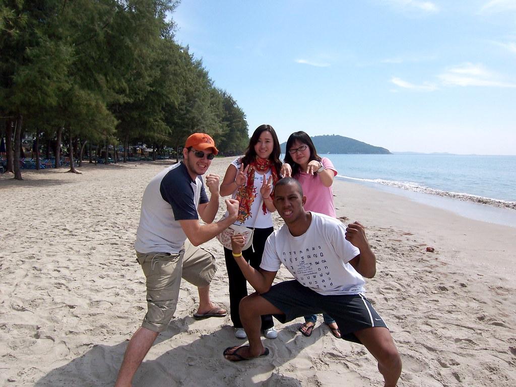 rayong girls Når thailænderne selv skal ud at rejse, vælger de ofte rayong beach - bestil din rejse til rayong, thailand her.