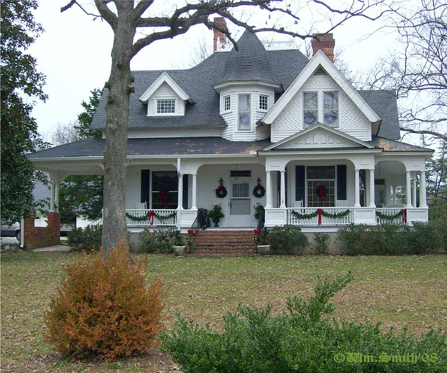 Old victorian style house well kept older home in the for New victorian style homes
