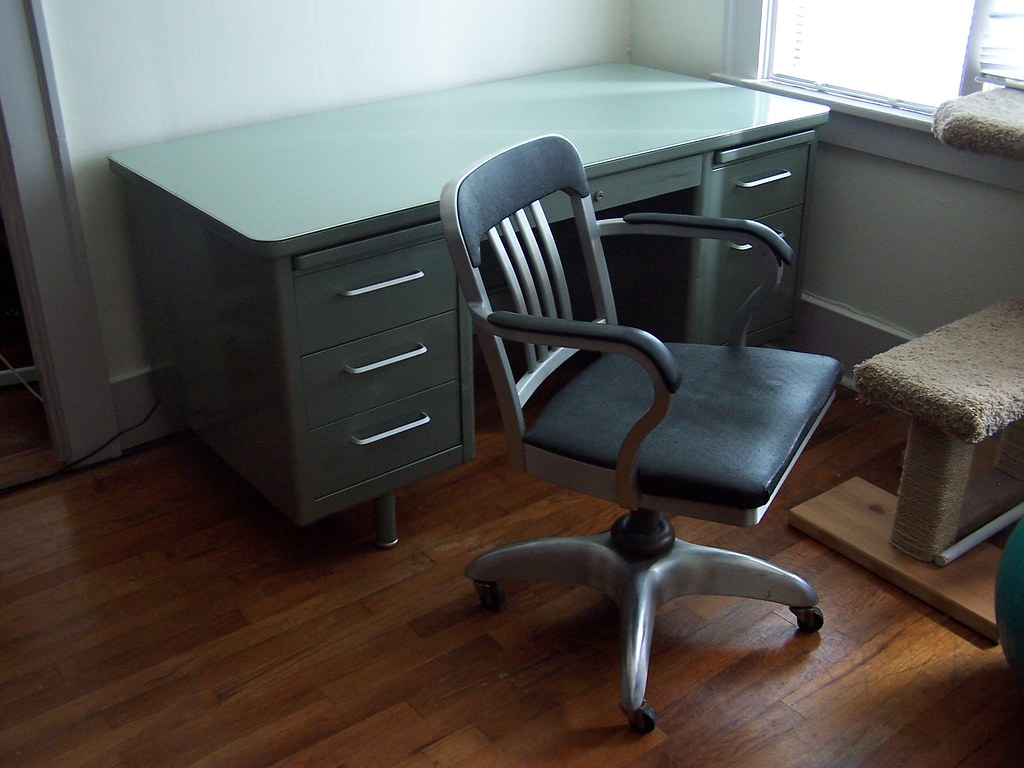Steelcase Tanker Desk Goodform Chair Craigslist Finds