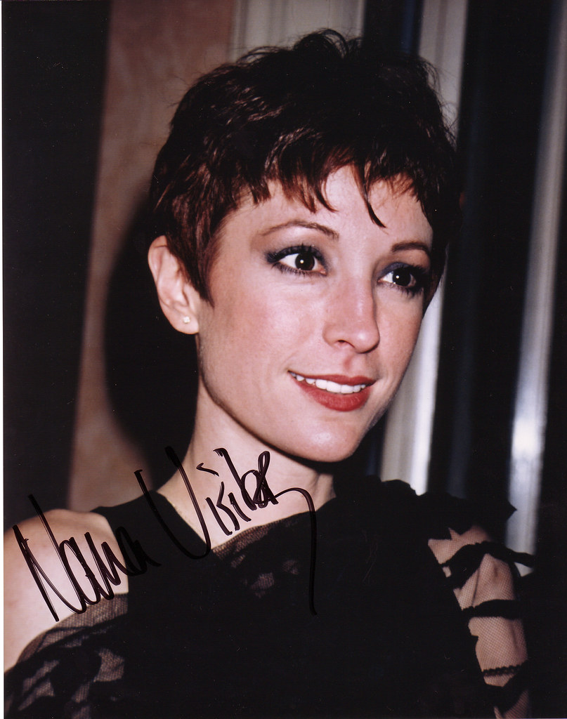 Nana Visitor Major Kira DS9 | Nana signed this picture on ...