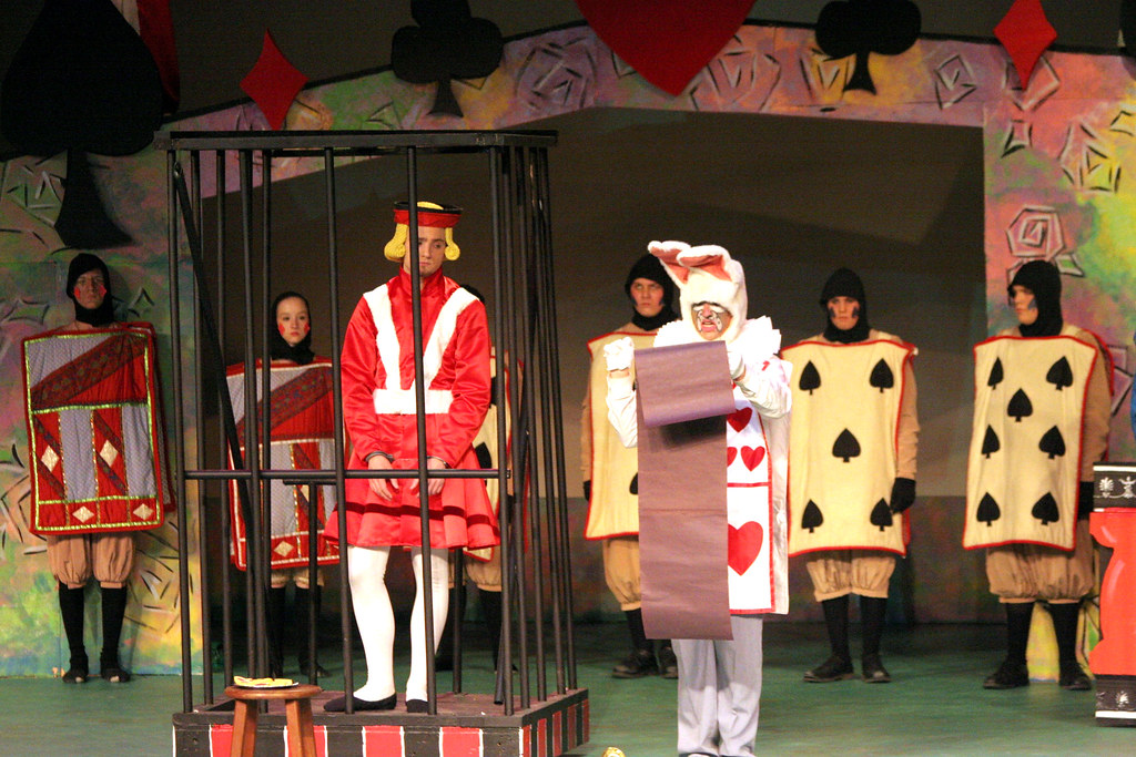 Alice in wonderland burnsville high school theatre guild for Burnsville theater