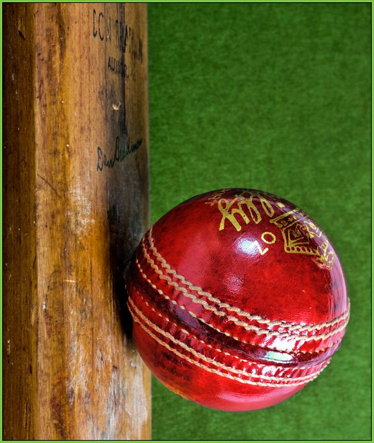 Kinzoku Bat Hd Wallpaper: Cricket - Bat On Ball
