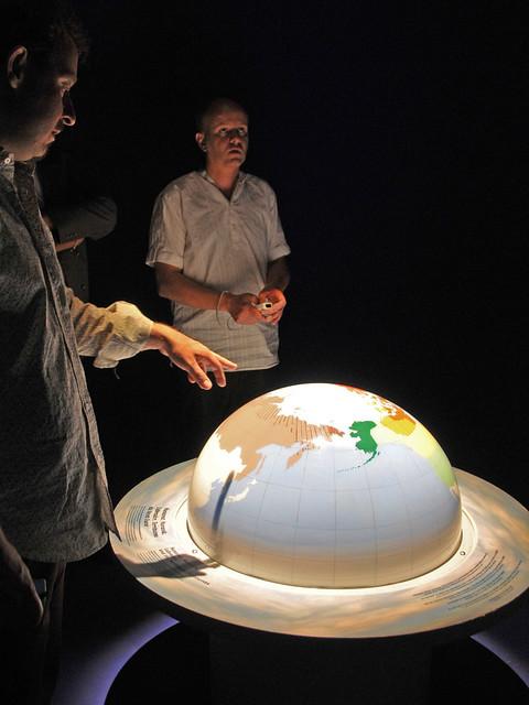 Globe interactif mus olab du centre erasme l for Utilisation du white spirit