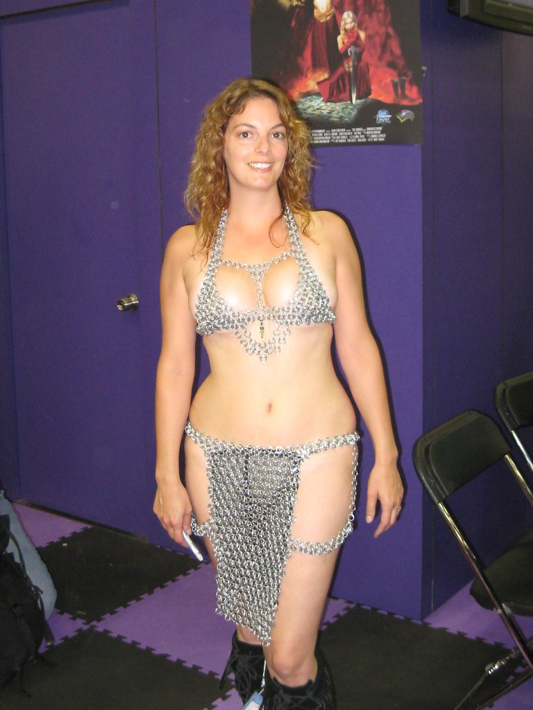 Chain Mail Woman This Lady Was Kind Enough To Let Folks