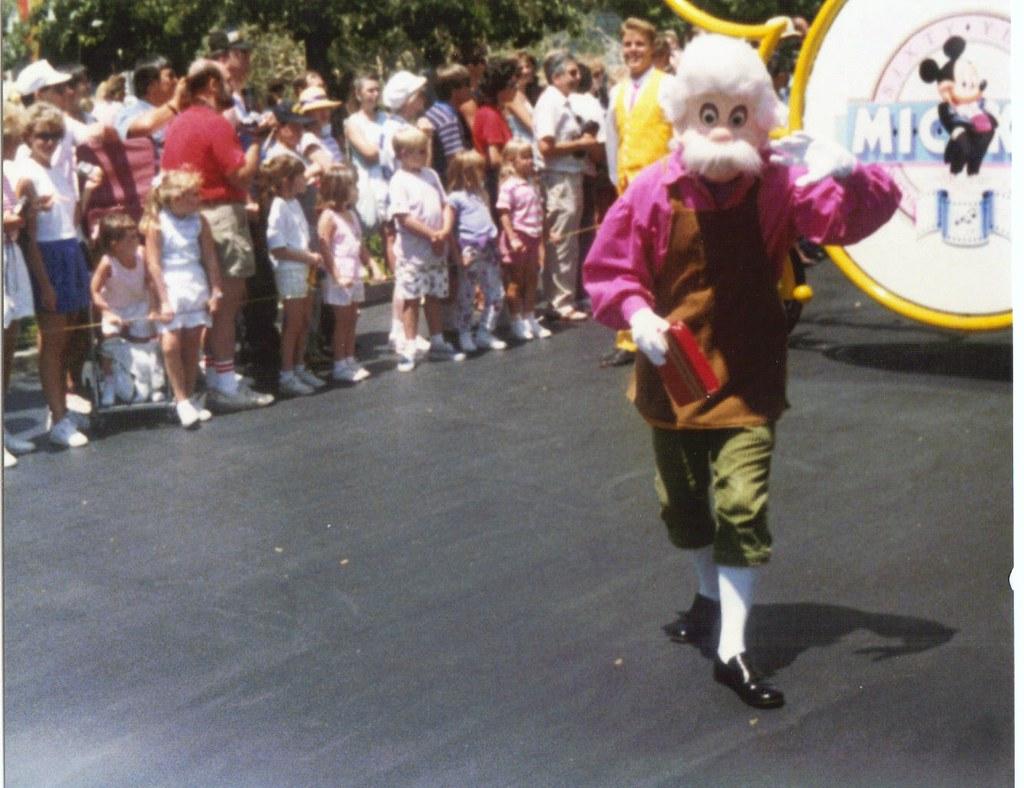 Disneyland Parade Quot Geppetto Quot Disneyland 1988