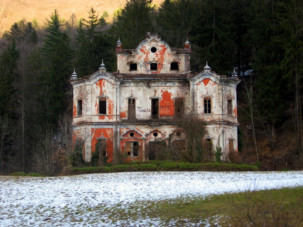 Ghost Mansion The Famous Abandoned Mansion Villa De Vecch