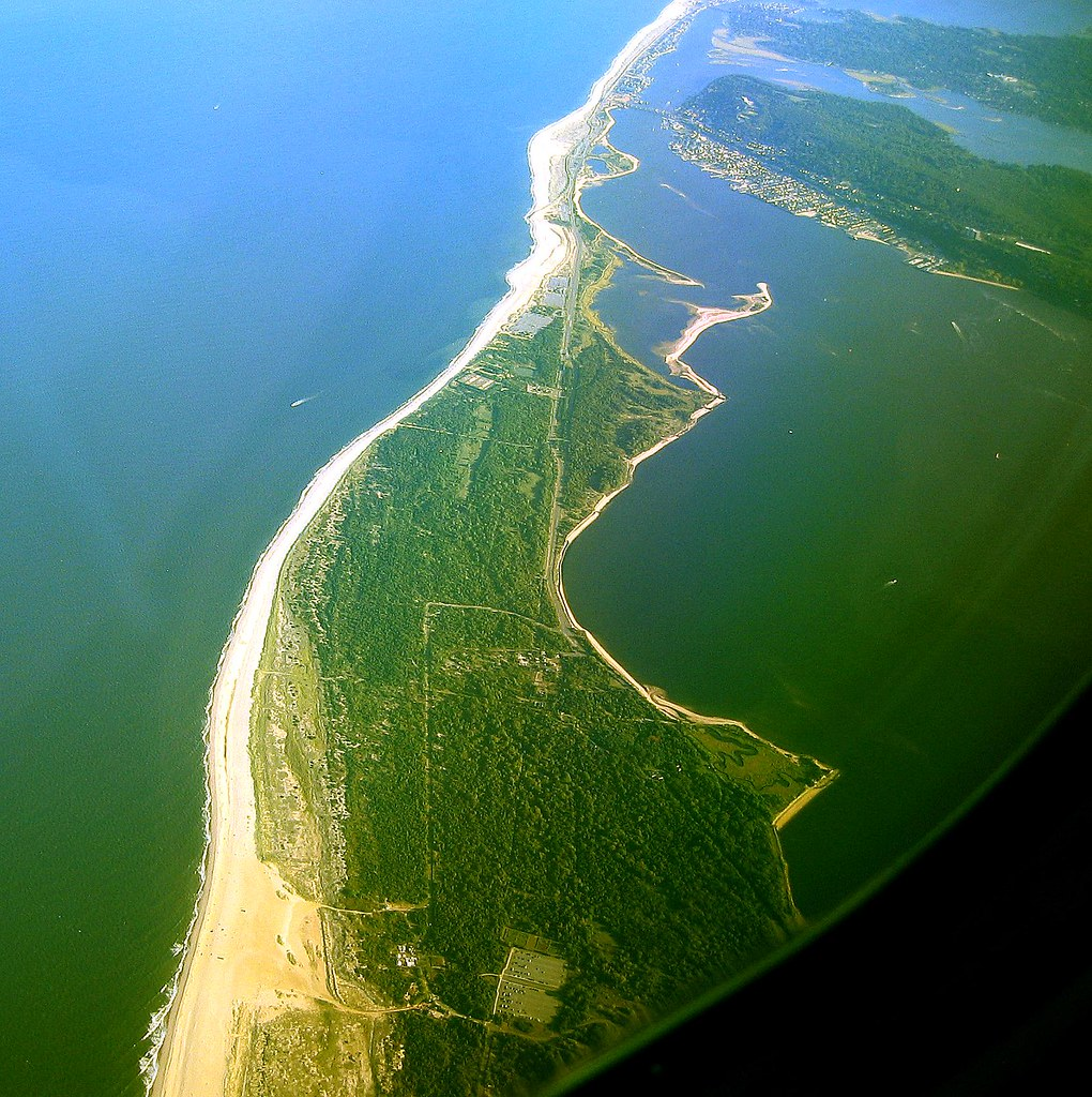 Gunnison Beach, Sandy Hook -Nj  Flight Aa 375 New York -4105