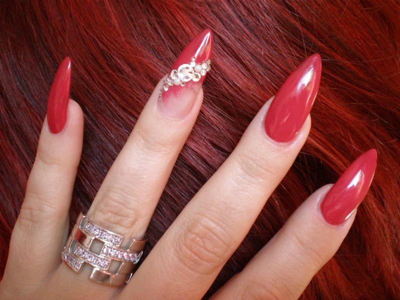 Ногти красные острые дизайн