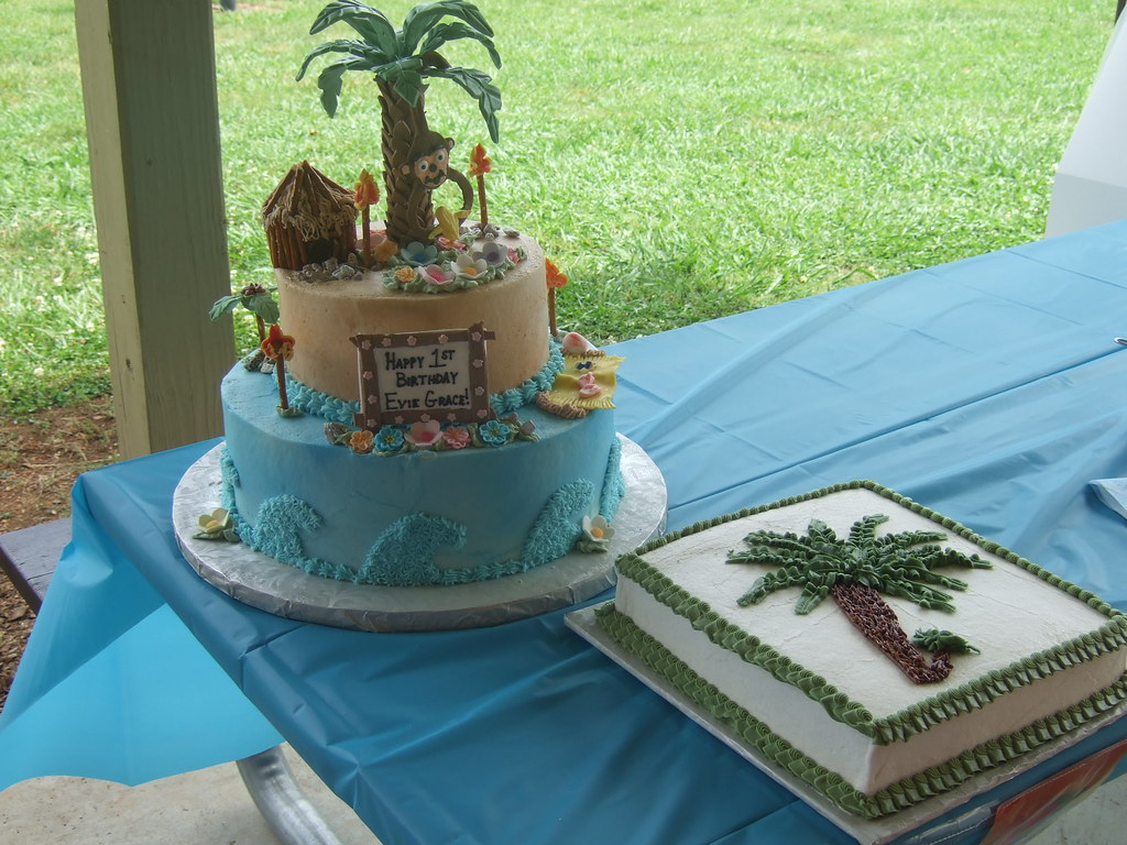 Luau Palm Tiki Beach Cake This Two Tier Palm Tree Cake