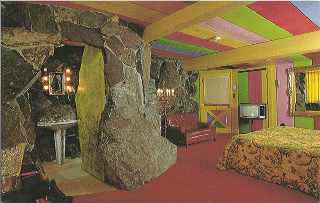 Madonna Inn - vintage postcard | Room 142 - Gypsy Rock "|640|407|?|9eff37712062bbb8656eec25e666992d|False|UNLIKELY|0.3363550901412964