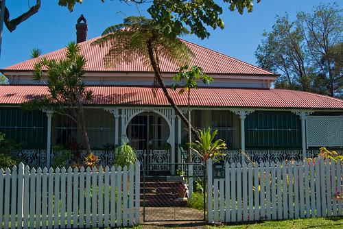 A queenslander style house at eagle junction brisbane for Queenslander home designs australia