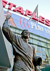Wayne Gretzky statue at Staples Center | by Vaguely Artistic