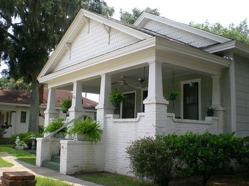 White shingled craftsman house brunswick georgia by for Average cost to build a craftsman style home
