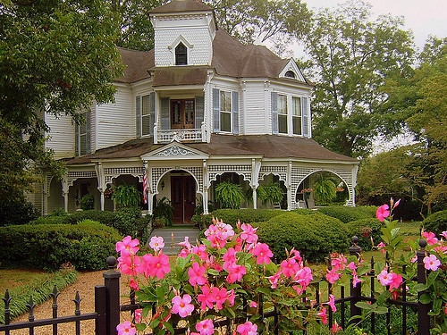 "The Gingerbread White House >> Madison, GA- Photo 4 (ATripp) | ""Hunter House"" Photo from fl… 
