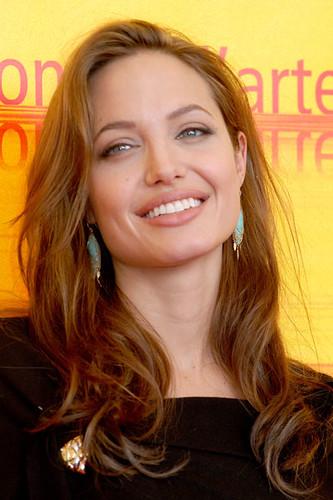 Angelina Jolie 2004 Ve... Angelina Jolie
