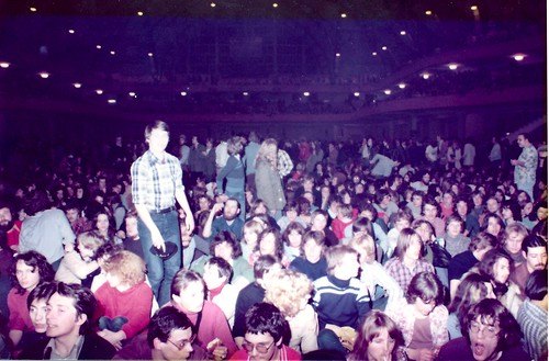 1977 - Pink Floyd - 1 - Audience is waiting at the Festhalle FFM