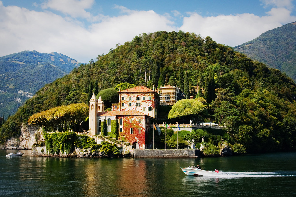 Villa del balbianello many rich famous and royal own for Lake house in italian
