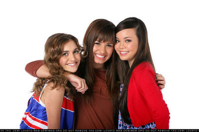 Alyson Stoner & Demi Lovato &Anna Maria | Portraits of ...