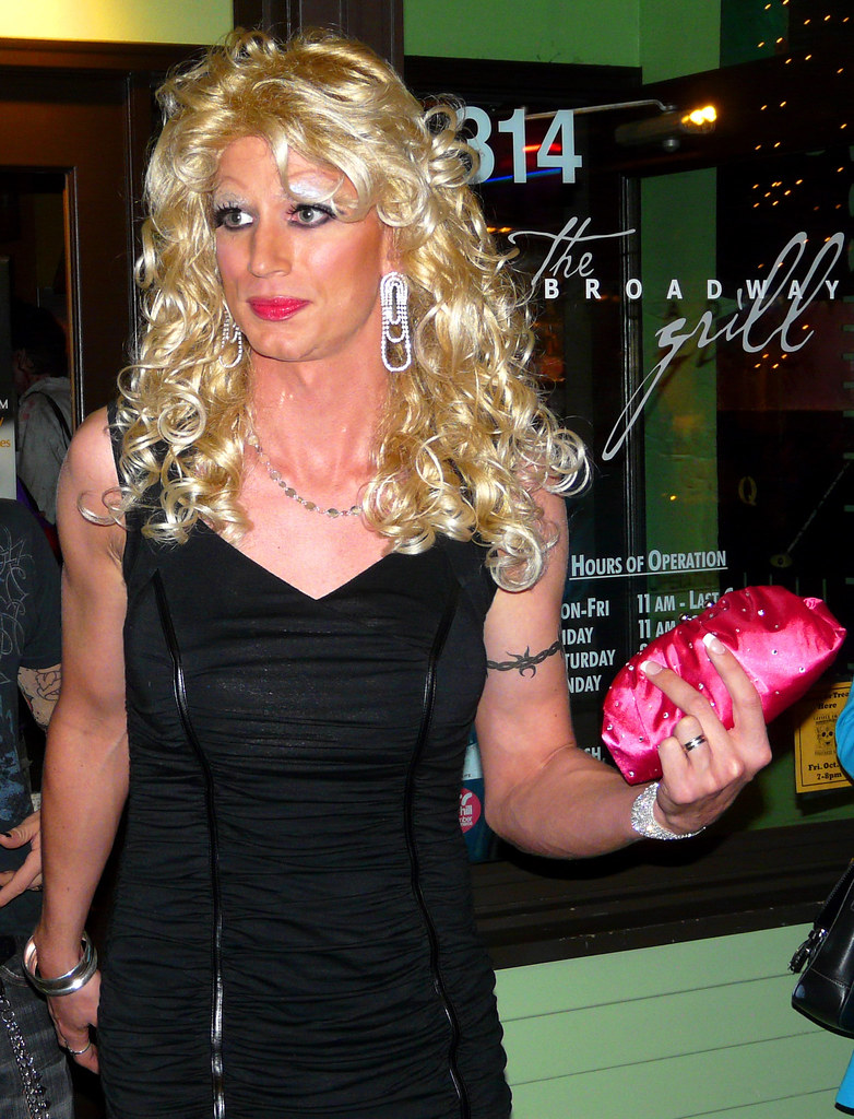 West Hollywood's Halloween Carnaval divas, drag and drama queens ...