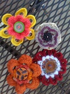Button and Yarn Flower Pins | by yelutci