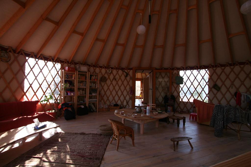 yourte habitation 68 31 m 2 yourtes reli es ensemble po flickr. Black Bedroom Furniture Sets. Home Design Ideas