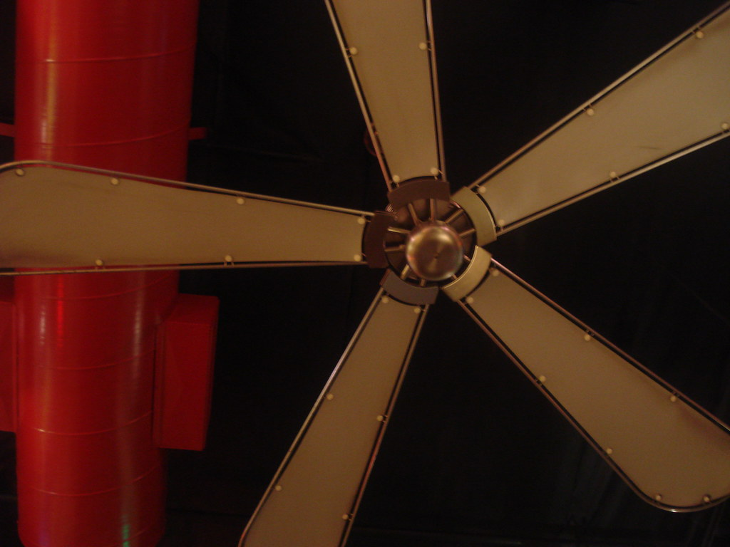 Ceiling Vent Amp Fan At Extreme Pizza In Point Loma San