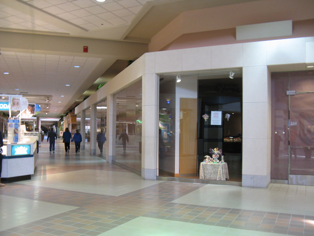 Columbia mall clothing stores