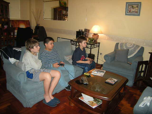 Los Chicos Jugando A La Play Adri Flickr