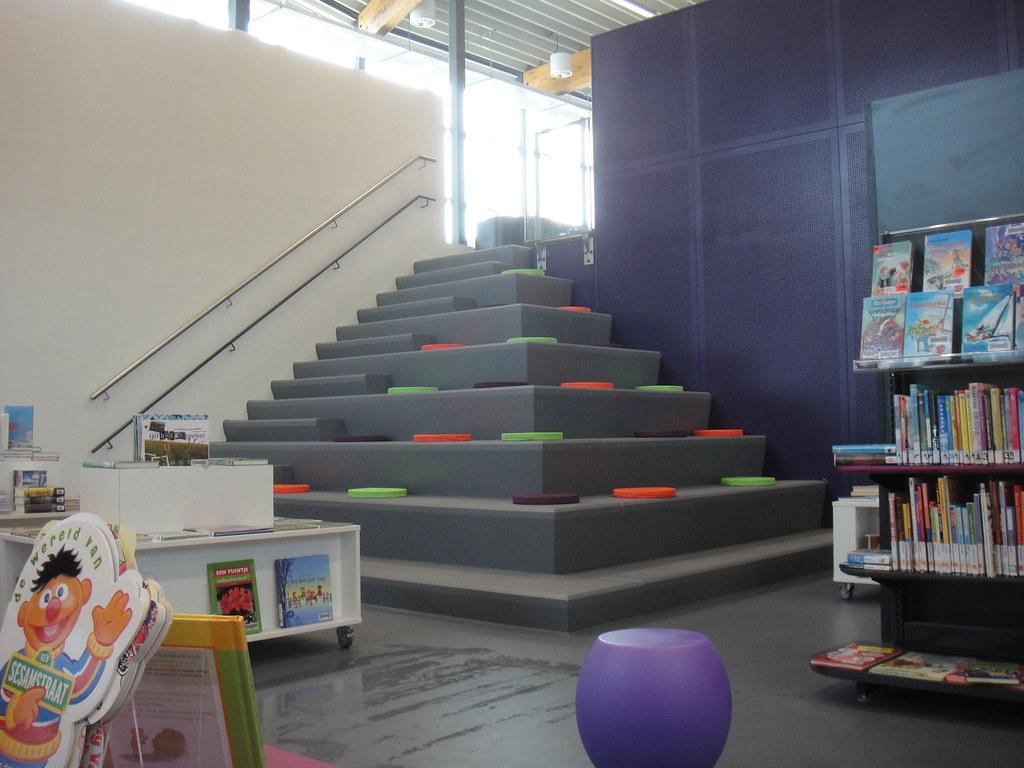 Dsc08407 interieur bibliotheek leusden zuid met de kussen flickr - Interieur bibliotheek ...