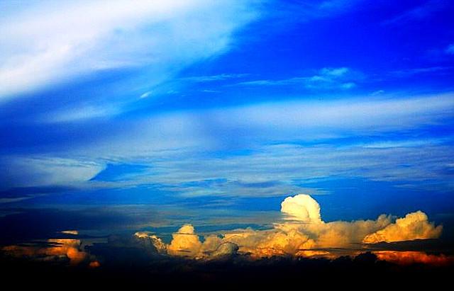 in the clouds I see my future | Fortaleza Itaipu - Praia Gra