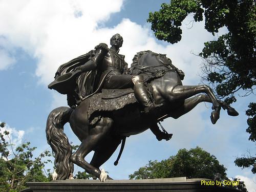 estatua ecuestre libertador caracas: