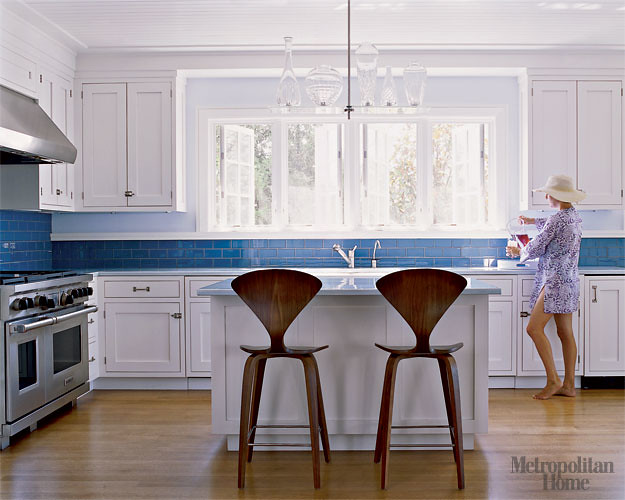 Perfect blue white kitchen white cabinets blue tile n for Blue and white kitchen cabinets