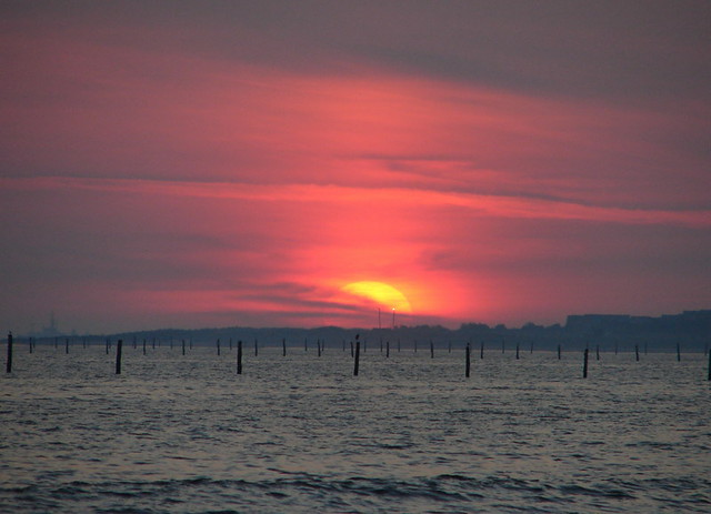 Sunrise chesapeake bay 7 12 08 sunrise over pound nets for Lynnhaven fishing pier report
