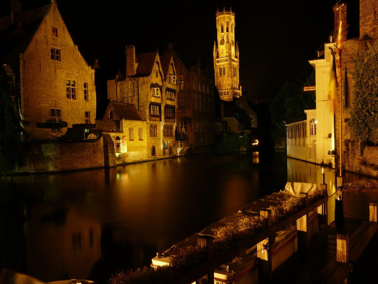 Postal nocturna de Brujas (Flandes)