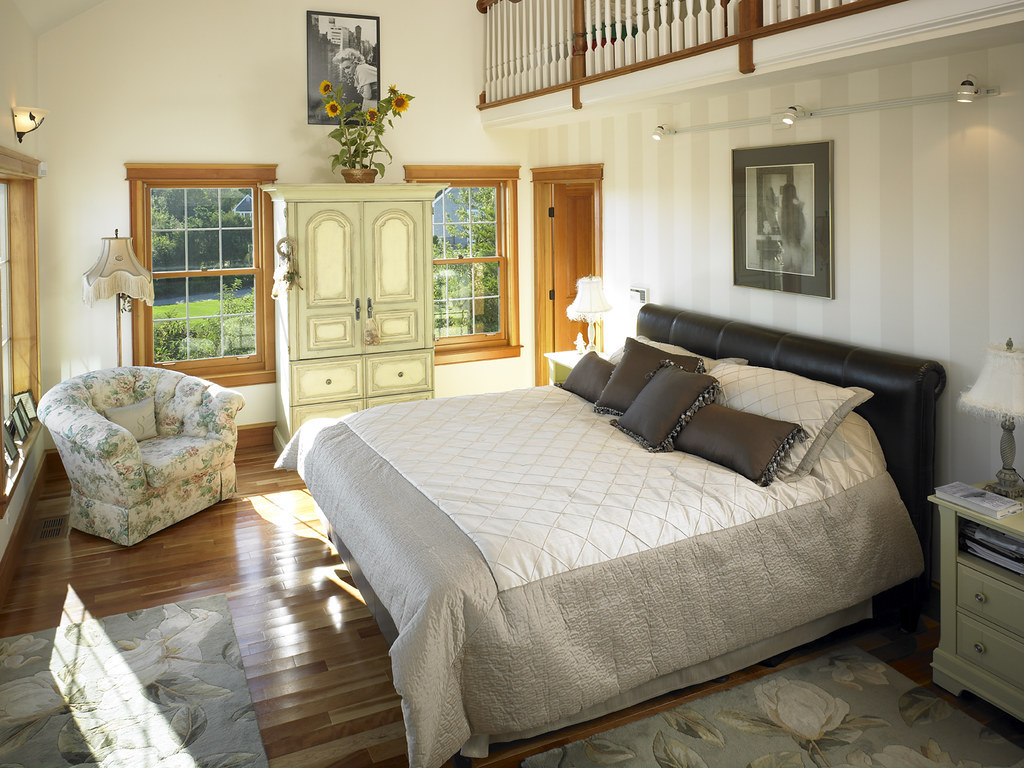 39280 master bedroom with loft in cape cod style lindal ho for Home master