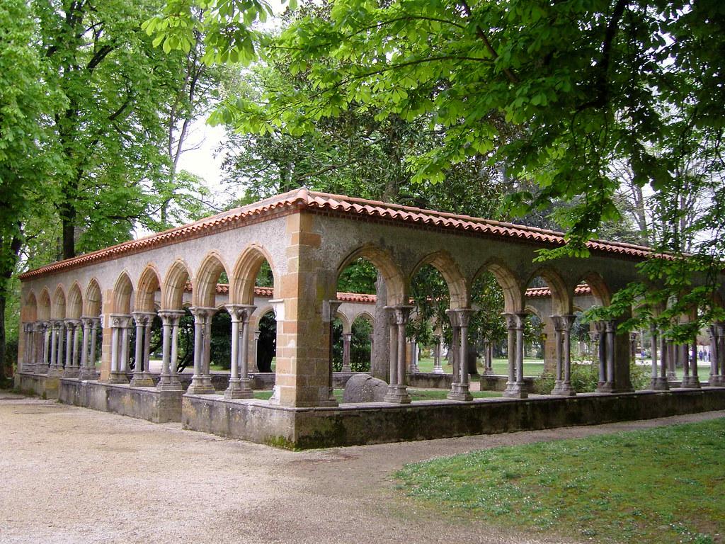 Tarbes ( Hautes Pyrénées): Jardin Massey cloître de St Sev ...