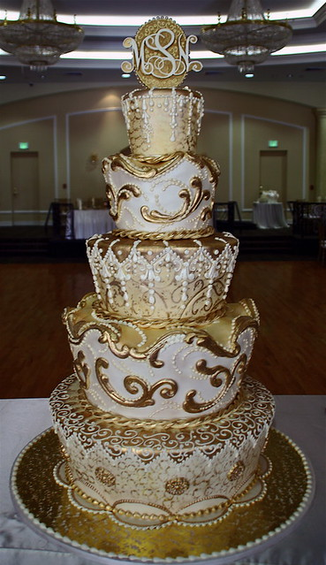 white n gold wedding cake gold moroccan big cake for 300 all edible 27300