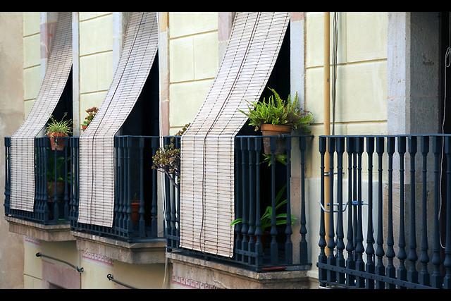 Spanish balcony the small balconies in barcelona for Balcony in spanish