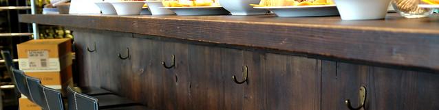 Bancone bar in legno anticato  Progetto di un bancone bar r ...