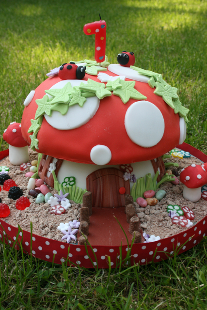 Toadstool Cake Blogged At Http Littlebuttontales