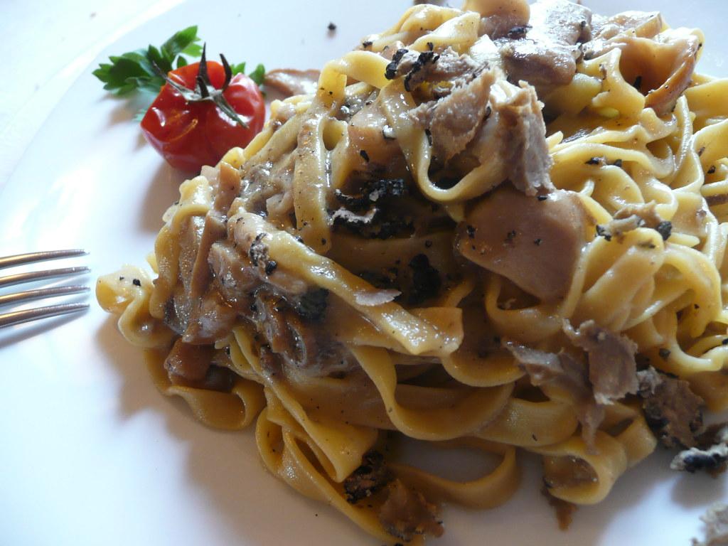 Tagliatelle porcini e tartufo ingredienti 350 gr di for Primi piatti di pasta